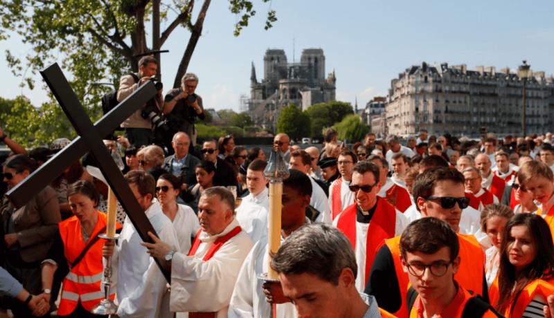 Via Crucis alrededor de Notre Dame