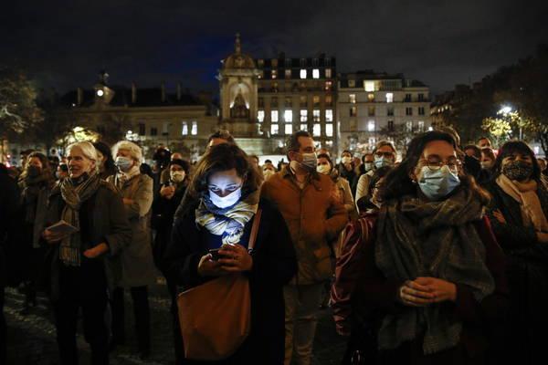 Católicos franceses protestan por el cierre de los templos